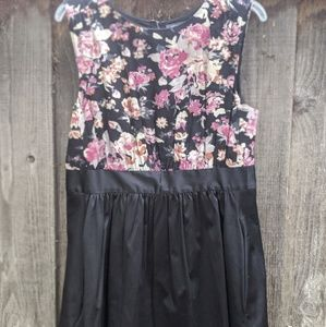 NWT ✨ Beautiful Floral + Black emilyandfin Dress!